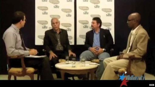 Antonio Rodiles (left) hosting a panel discussion at Estado de Sats in Havana, Cuba